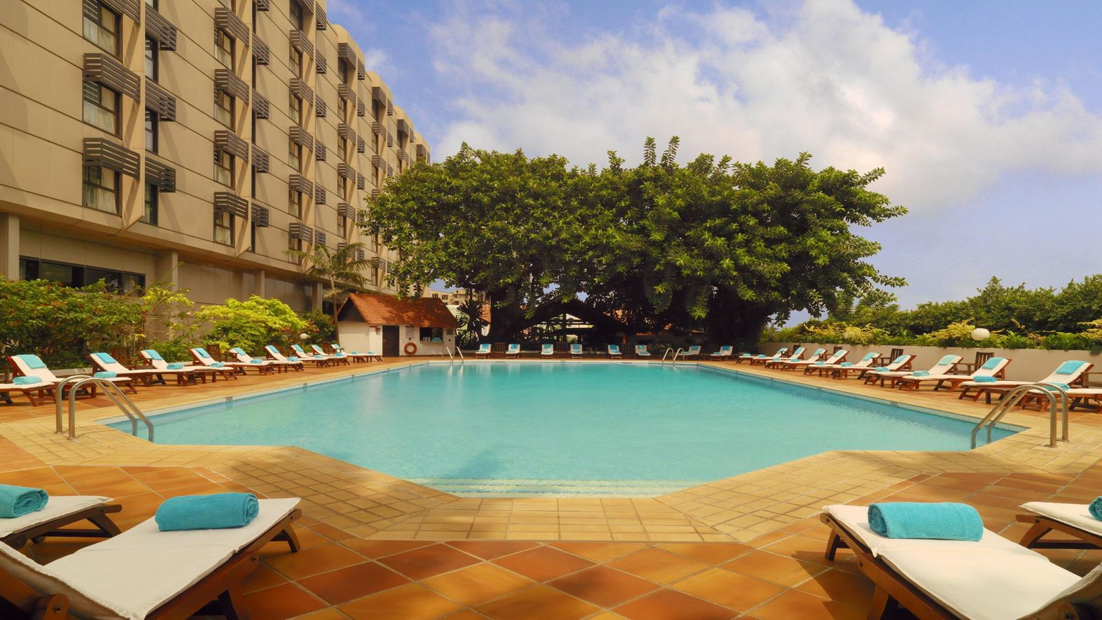 sheraton _lagos_outside_pool